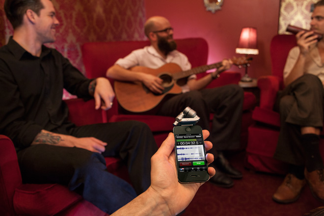 The RØDE iXY stereo microphone and RØDE Rec audio recording app used to record an acoustic band