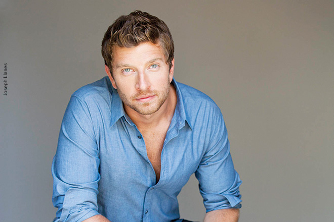 The 30-year old son of father Chris Eldredge and mother Robin Eldredge, 182 cm tall Brett Eldredge in 2017 photo