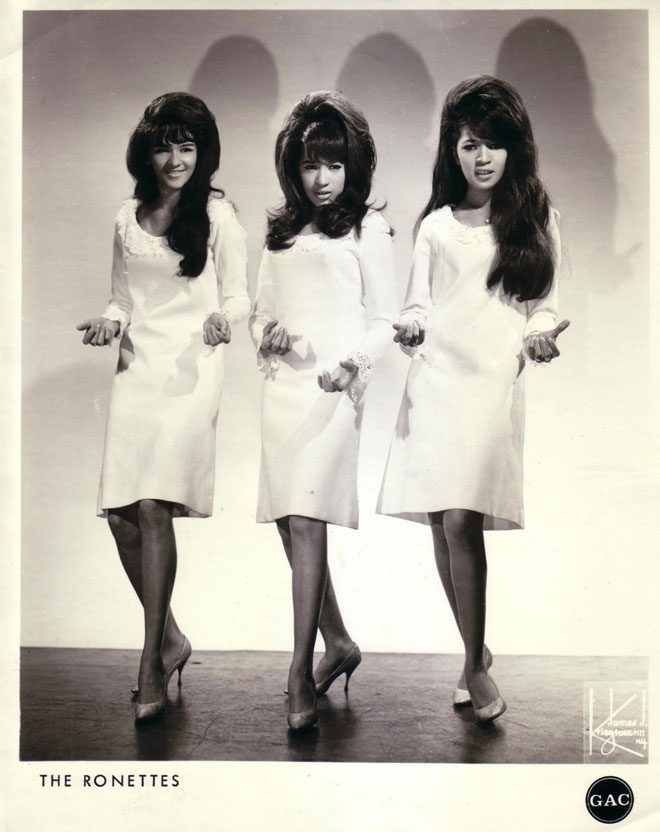 Ronettes in white dresses